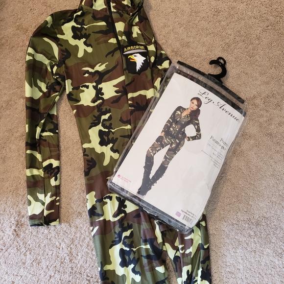 Womens halloween costume L pretty paratrooper